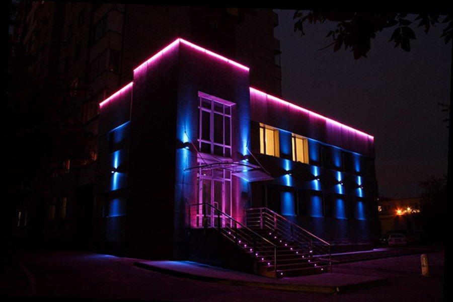 что такое подсветка здания менее